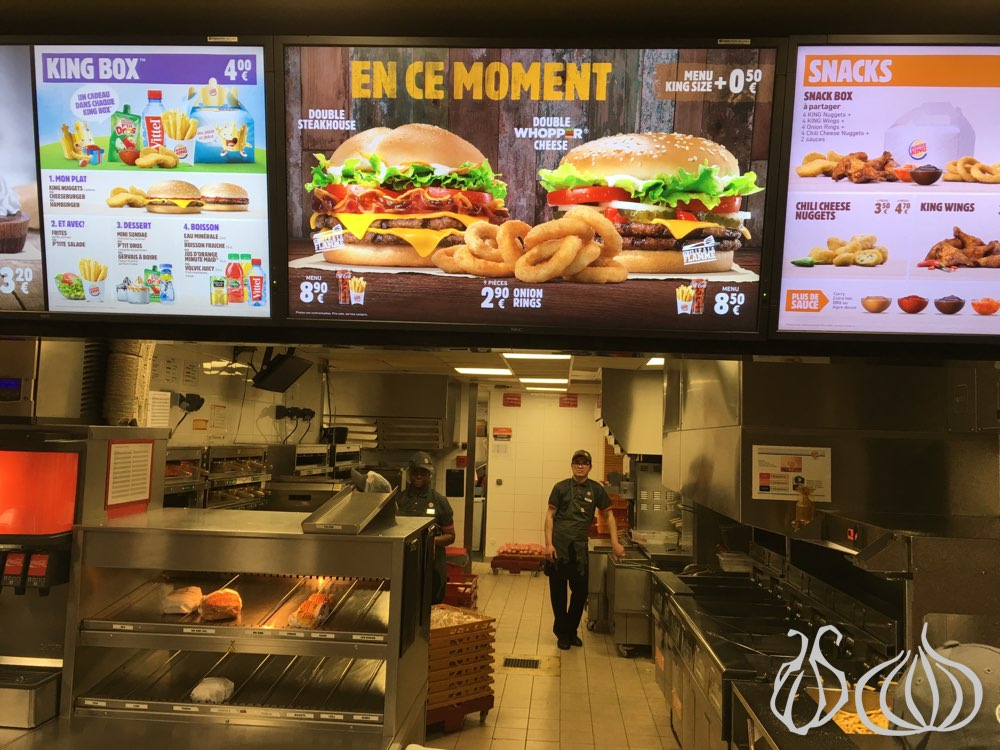 comparison mcdonalds and burger king Burger king vs - burger king vs mcdonalds introduction mcdonald's burger king and mcdonald's are two of the most popular fast food restaurants and have been in competition for years.