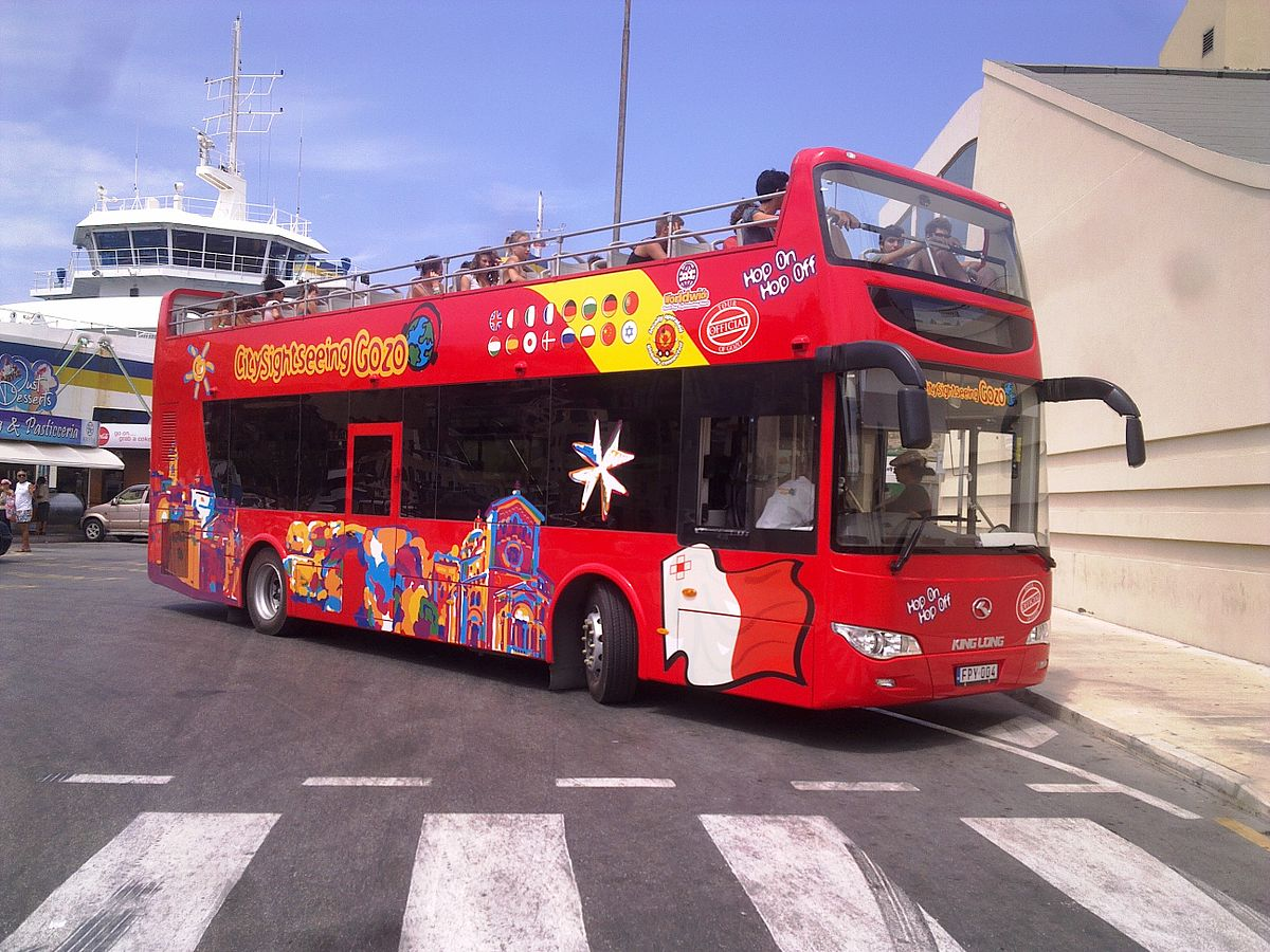 1200px-City_Sightseeing_Gozo_Hop-On_Hop-Off_open_top_bus_FPY_004