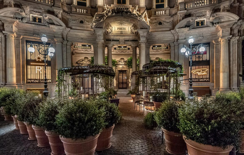 Starbucks-Milan-Italy-4-1170x745