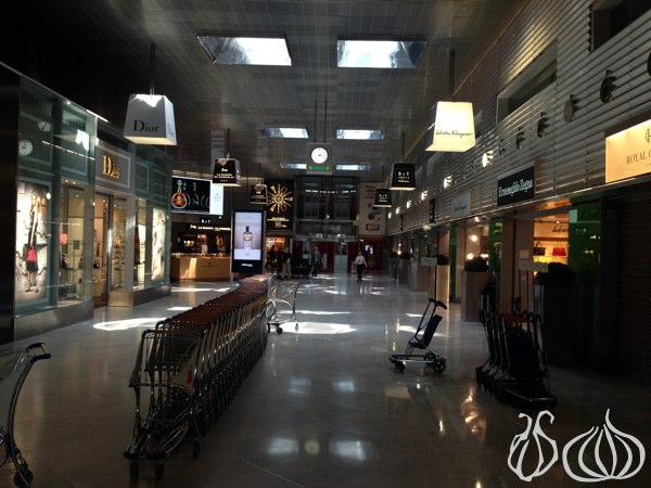 Paris_CDG_Airport_Terminal_E_K18