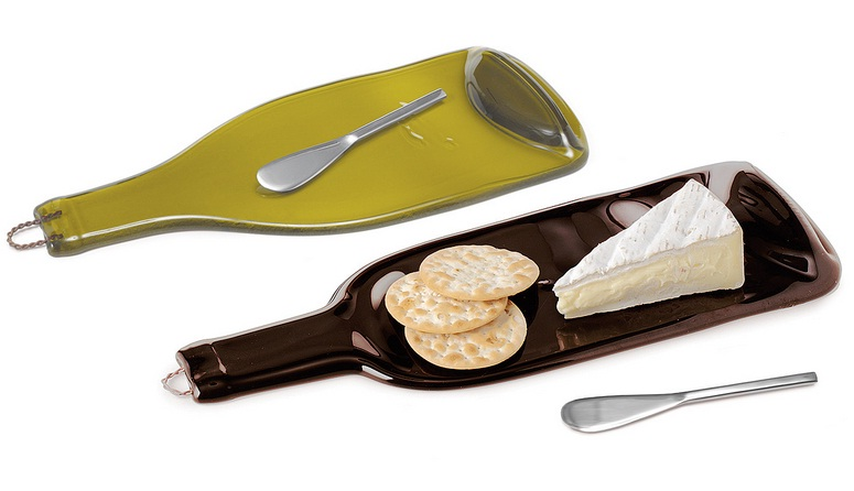 Recycled-wine-bottle-platters-for-cheese-and-crackers