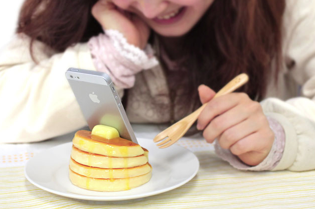 Delicious-Food-Stands-for-Smartphone__