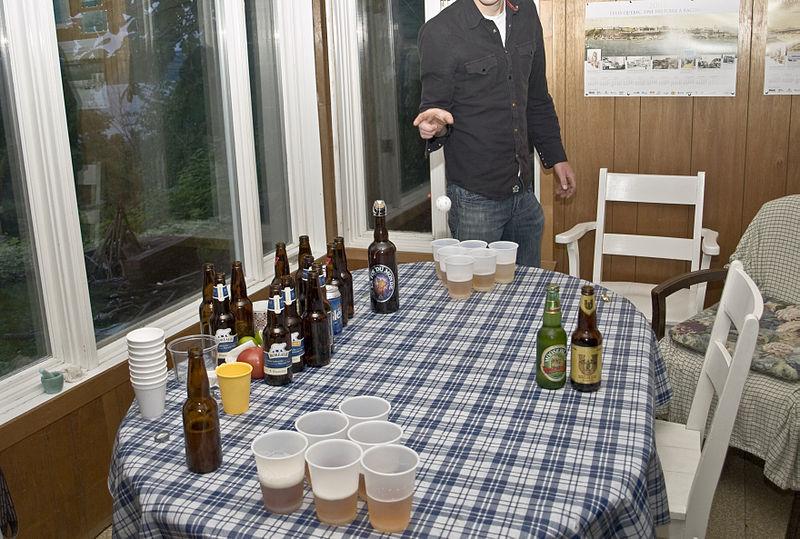 800px-Partie_de_Beer_Pong