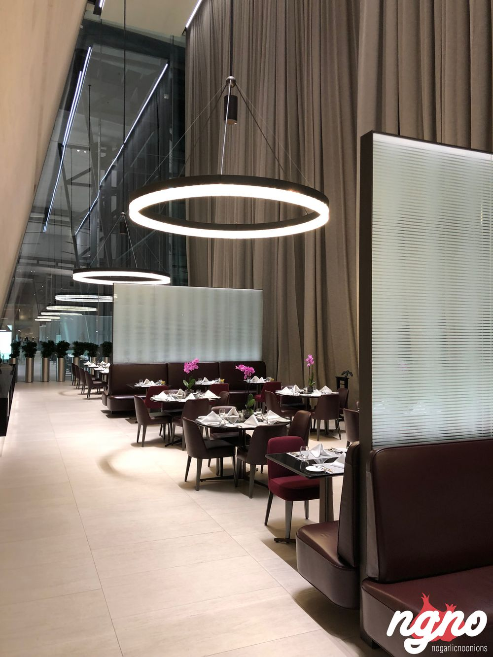 al-safwa-amazing-luxurious-first-class-lounge-qatar-doha-airport-742018-04-01-09-13-34