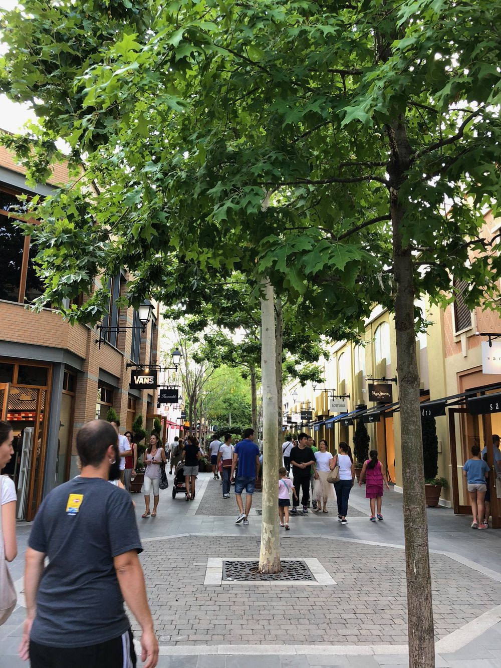 0180f3799 Shopping in Madrid  Visit Las Rozas Outlet Village ...