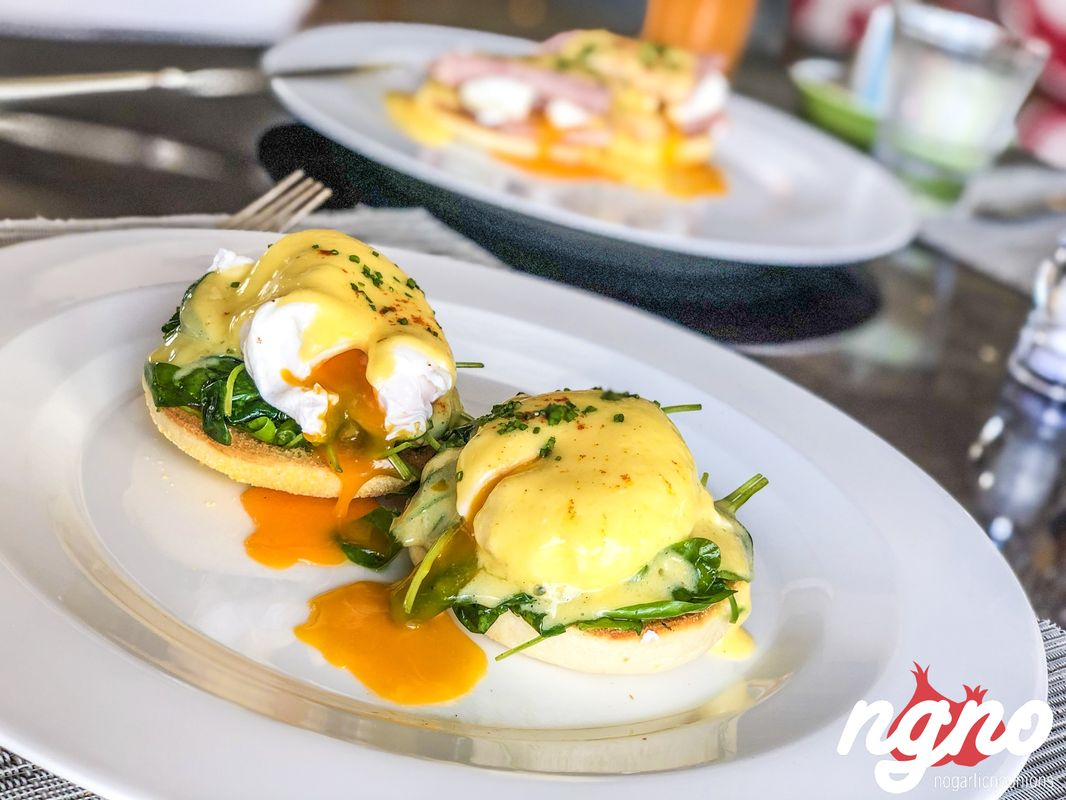 how to make eggs benedict with spinach