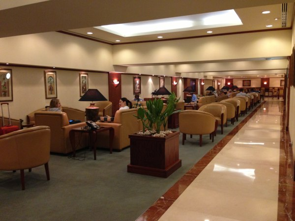 Emirates_Airlines_Business_Lounge_Mumbai_Airport8