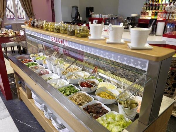 Ассортимент салатов для кафе