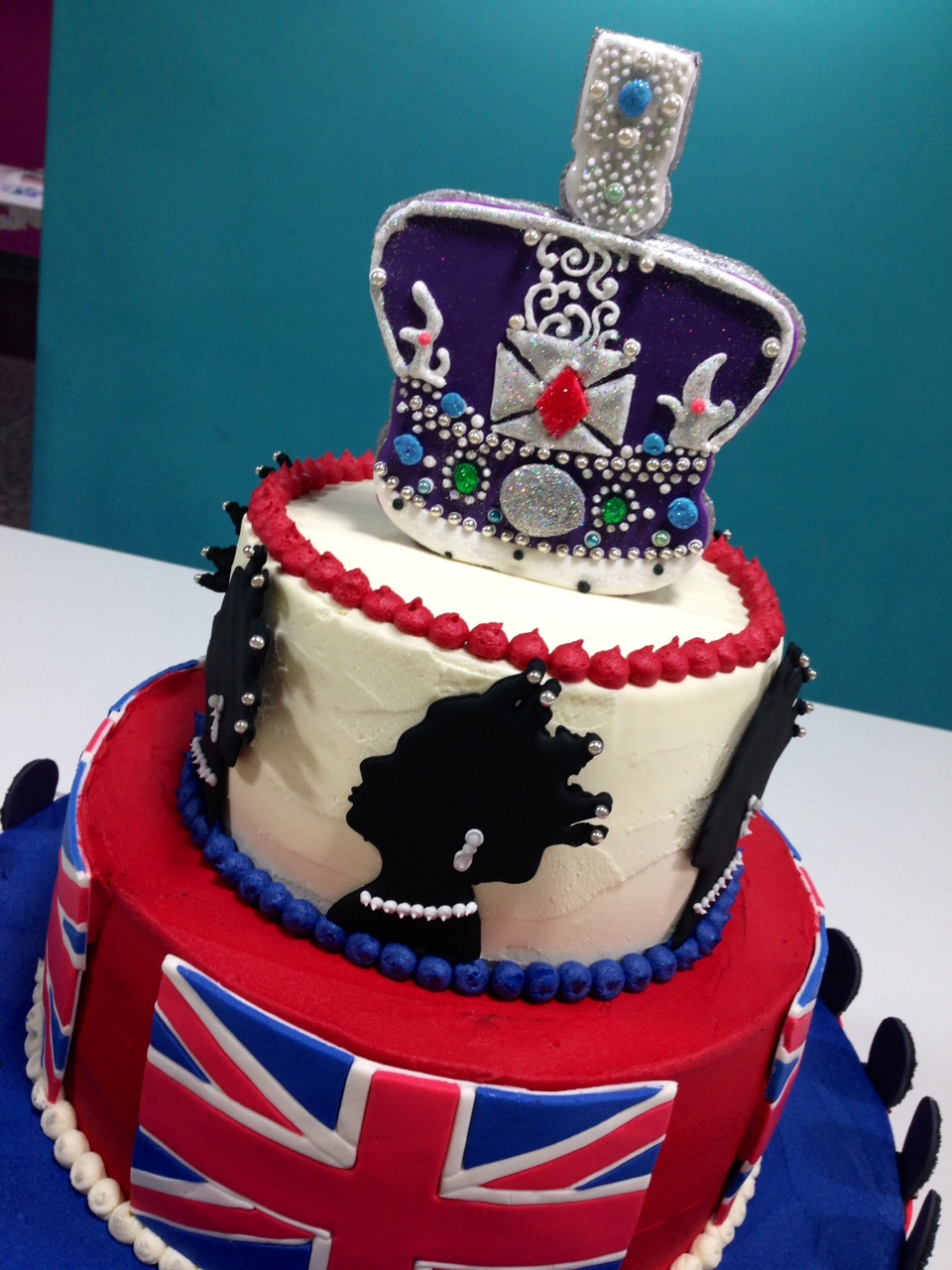 Cocoa And Cos Queen Elizabeths Birthday Cake A Fit For