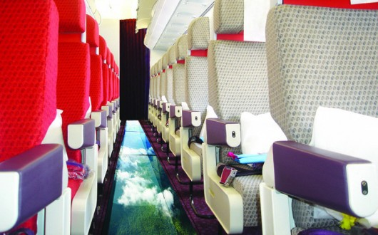 Virgin_Atlantic_Little_Red_Glass-bottom_plane_A320_cabin-17684-530x330