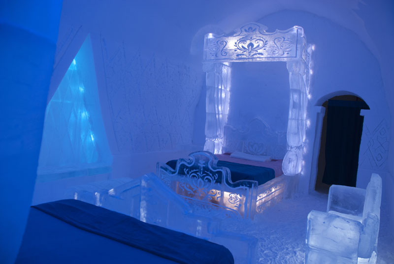 Disney-Unveils-Frozen-Themed-Suite-at-Hotel-de-Glace