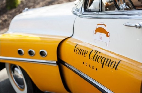 veuve-clicquot-cabs-serve-champagne-during-your-ride