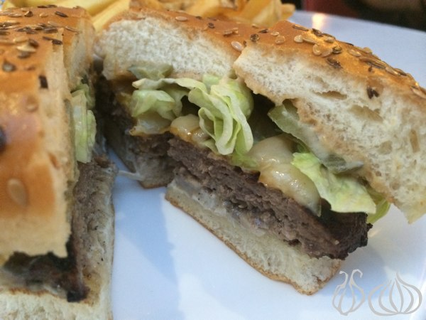 Roadster_Diner_New_Angus_Beef_Burger10